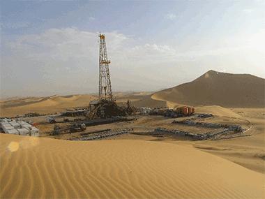 onshore oil rig desert